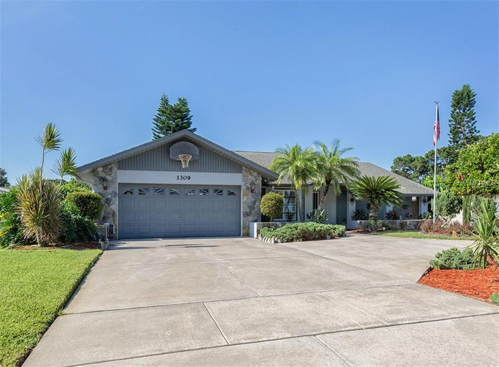Single Family Home for sale at 1309 Pine Needle Rd, Venice, FL 34285 - MLS Number is N5913631