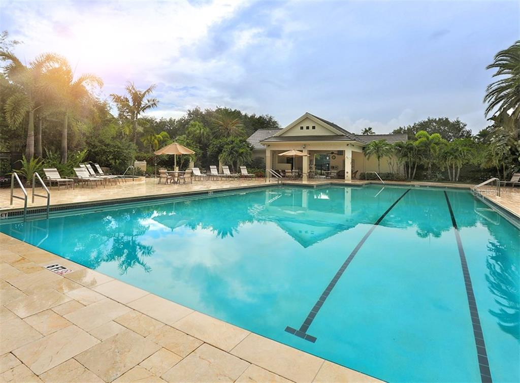 Community pool - Single Family Home for sale at 214 Vestavia Dr, Venice, FL 34292 - MLS Number is N5913794