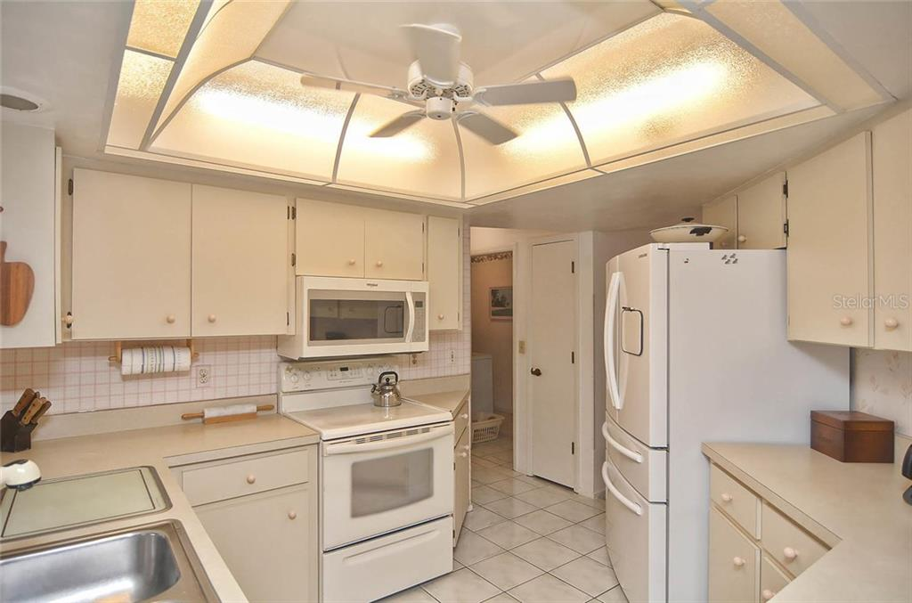 Kitchen - Single Family Home for sale at 1410 Strada D Argento, Venice, FL 34292 - MLS Number is N5914540