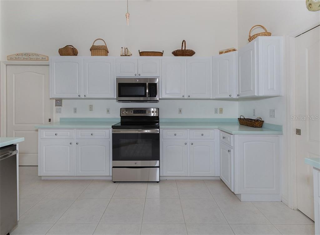 Kitchen - Single Family Home for sale at 866 Wood Sorrel Ln, Venice, FL 34293 - MLS Number is N5915362