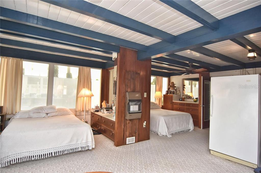 Master bedroom - Single Family Home for sale at 616 S Casey Key Rd, Nokomis, FL 34275 - MLS Number is N6100721