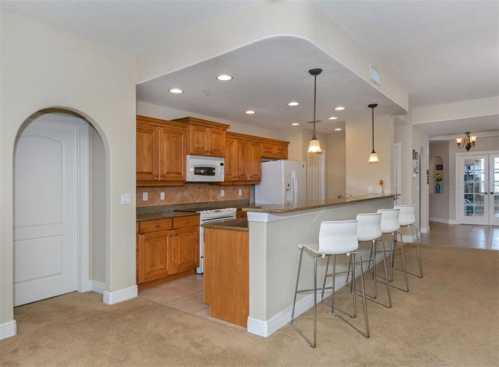 Breakfast bar/kitchen - Condo for sale at 167 Tampa Ave E #612, Venice, FL 34285 - MLS Number is N6100834
