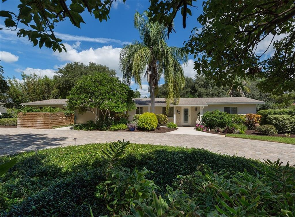 Single Family Home for sale at 612 Armada Rd N, Venice, FL 34285 - MLS Number is N6102546