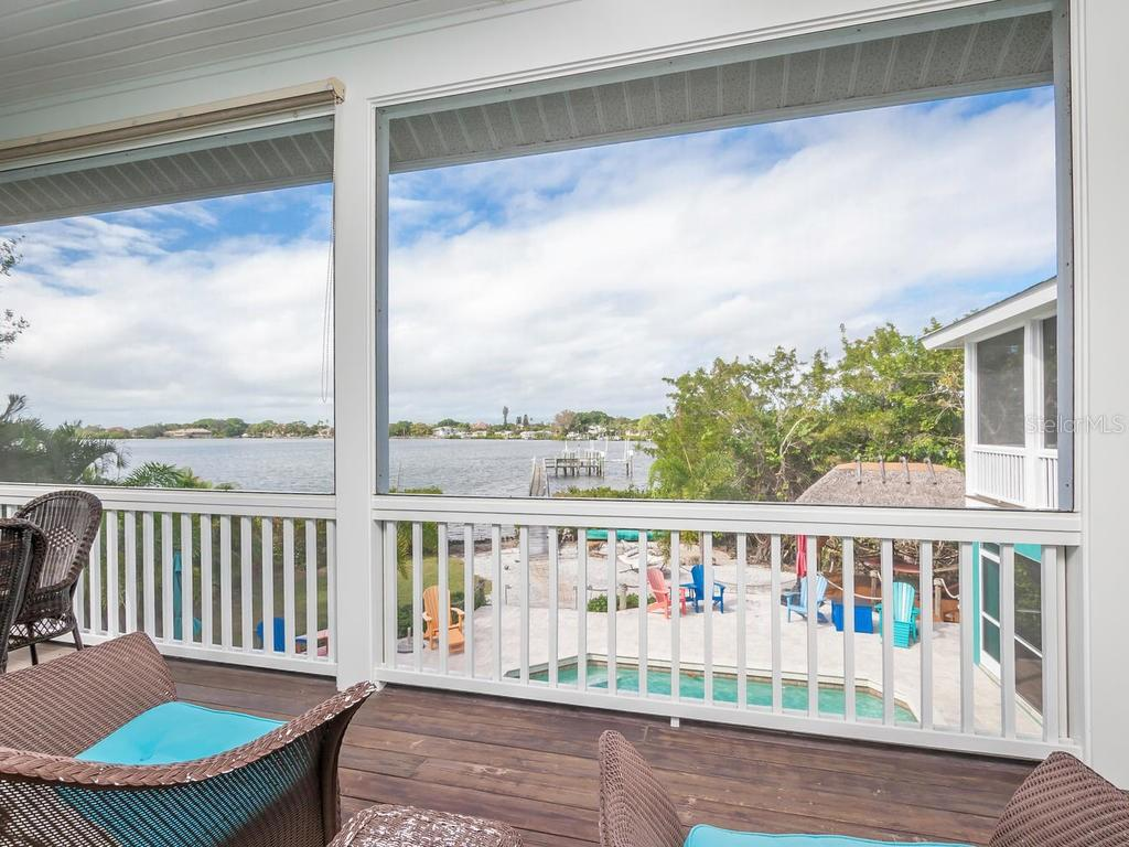 Screened porch with view of pool and Roberts Bay - Single Family Home for sale at 735 Eagle Point Dr, Venice, FL 34285 - MLS Number is N6103576