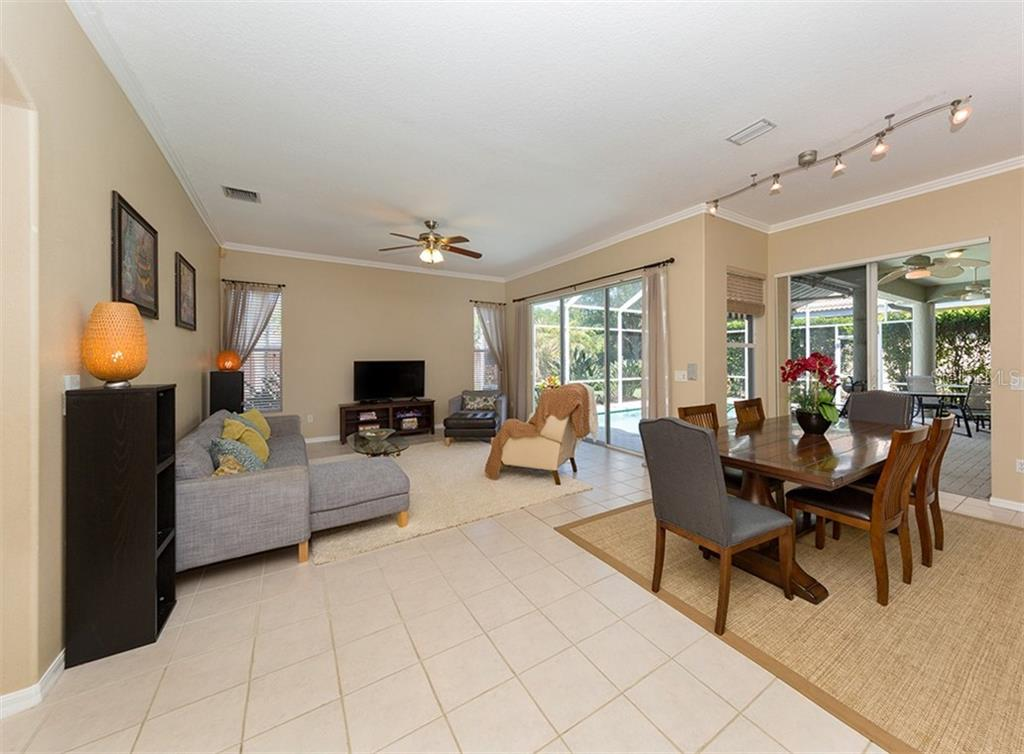 Dinette, family room - Single Family Home for sale at 129 Wayforest Dr, Venice, FL 34292 - MLS Number is N6105216