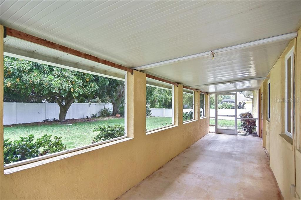 Over-sized lanai - Single Family Home for sale at 1139 Ketch Ln, Venice, FL 34285 - MLS Number is N6105656