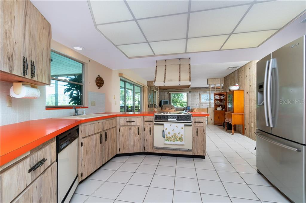 Large kitchen with great storage - Single Family Home for sale at 359 Renoir Dr, Osprey, FL 34229 - MLS Number is N6106429