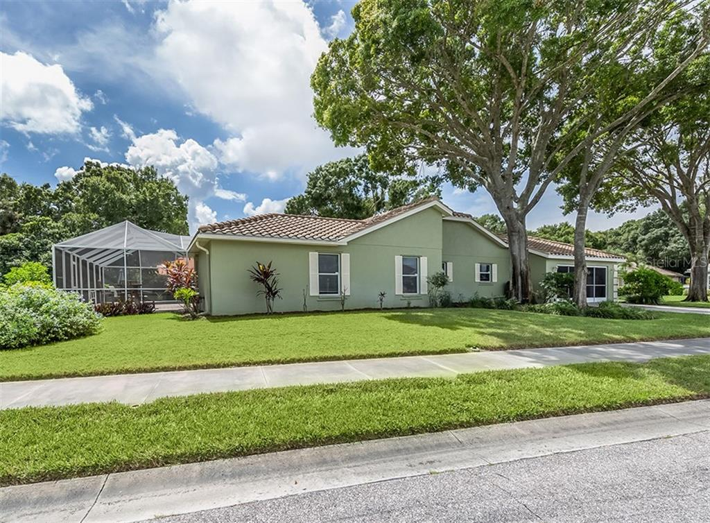 Side exterior - Single Family Home for sale at 521 Waterwood Ln, Venice, FL 34293 - MLS Number is N6107048