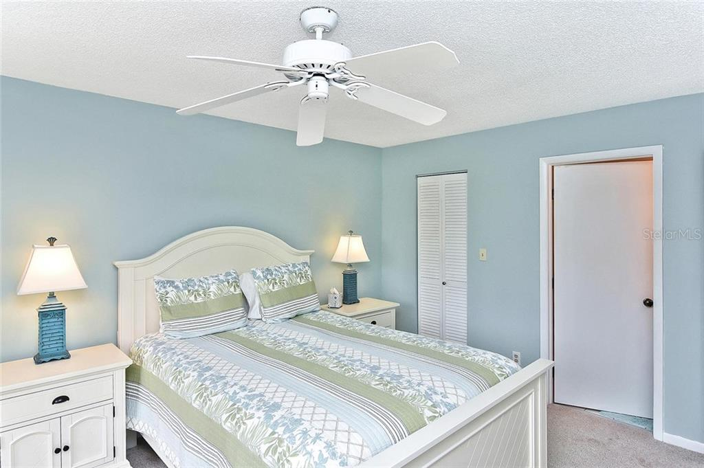 Master bedroom - Condo for sale at 626 Bird Bay Dr S #104, Venice, FL 34285 - MLS Number is N6107935