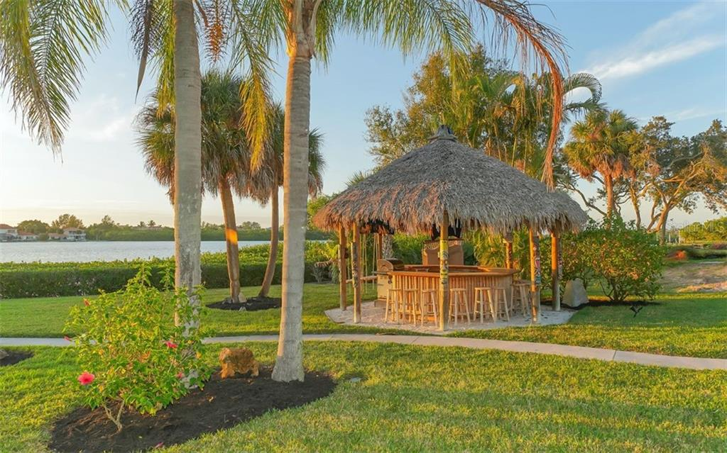 Tiki gazebo - Single Family Home for sale at 925 Bayshore Rd, Nokomis, FL 34275 - MLS Number is N6108586