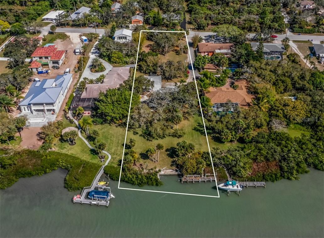 Aerial facing east, large lot - Single Family Home for sale at 915 Bayshore Rd, Nokomis, FL 34275 - MLS Number is N6109471