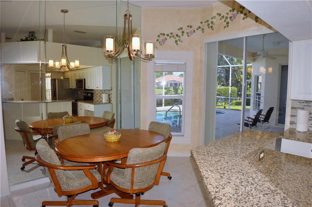 Breakfast nook - Single Family Home for sale at 413 Pebble Creek Ct, Venice, FL 34285 - MLS Number is N6110166