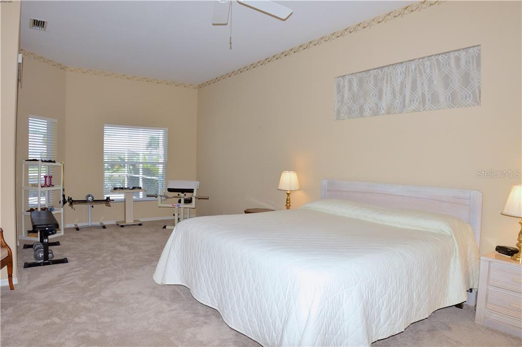 Master bedroom - Single Family Home for sale at 413 Pebble Creek Ct, Venice, FL 34285 - MLS Number is N6110166
