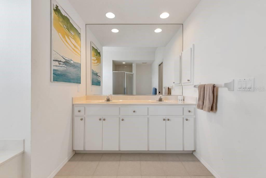Owner's suite bathroom - Single Family Home for sale at 498 Pine Lily Way, Venice, FL 34293 - MLS Number is N6110849