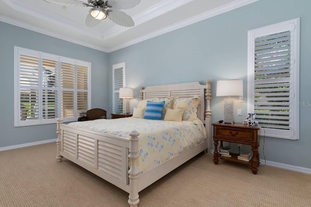 Master bedroom, Plantation shutters, crown molding, tray ceilings - Single Family Home for sale at 601 Cockatoo Cir, Venice, FL 34285 - MLS Number is N6111658