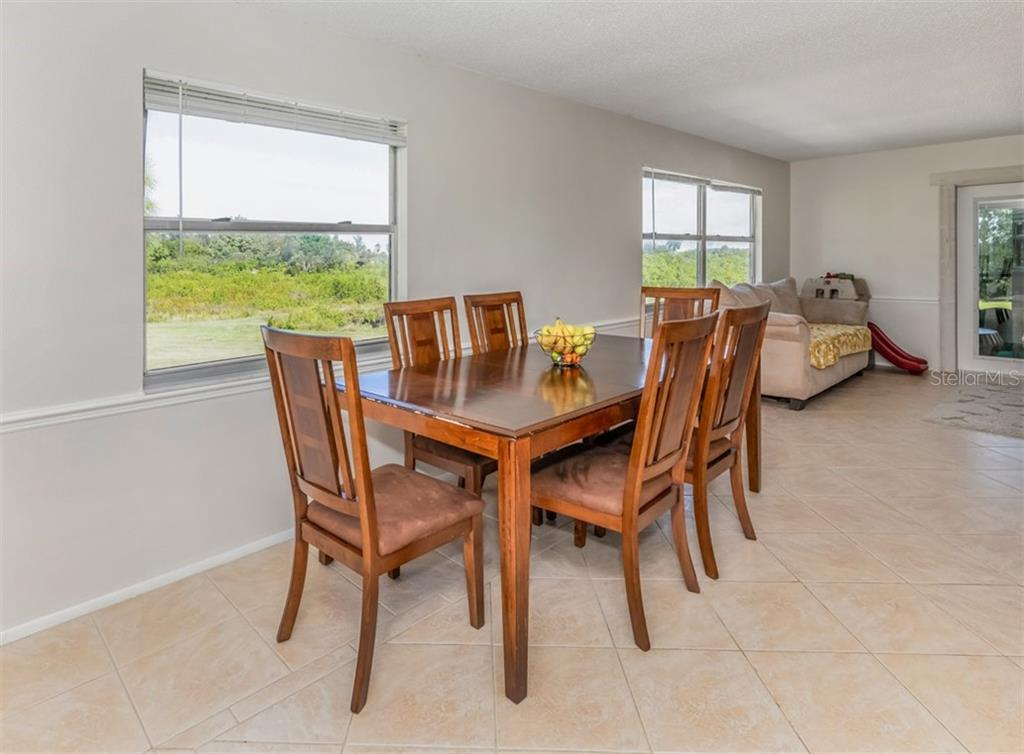 Dining area - Single Family Home for sale at 9425 Myakka Dr, Venice, FL 34293 - MLS Number is N6112567