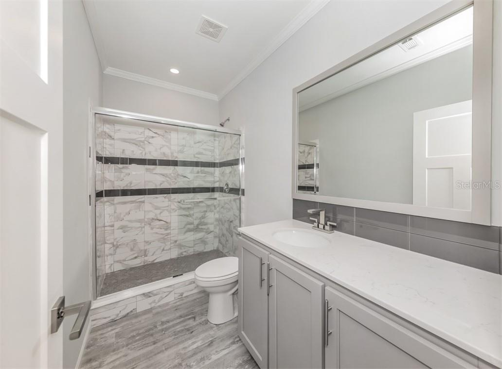 Guest bathroom - Single Family Home for sale at 512 Cervina Dr S, Venice, FL 34285 - MLS Number is N6113162
