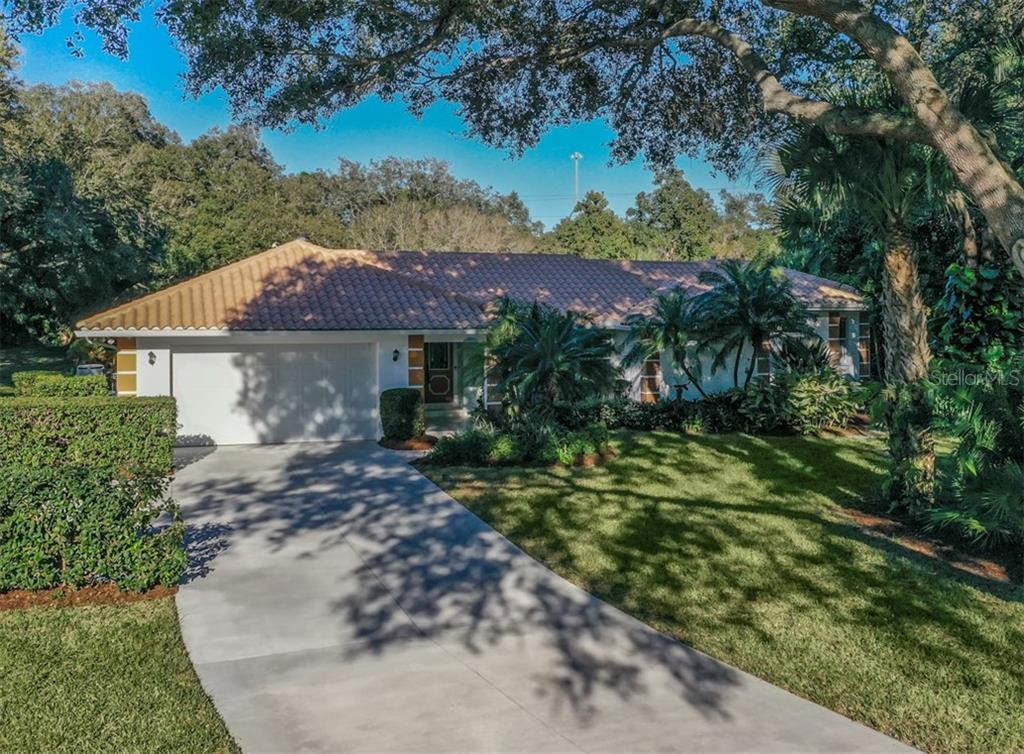 Front - Single Family Home for sale at 1321 Guilford Dr, Venice, FL 34292 - MLS Number is N6113272