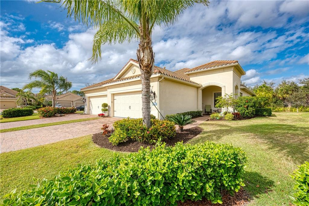 Front - Villa for sale at 11433 Okaloosa Dr, Venice, FL 34293 - MLS Number is N6113314