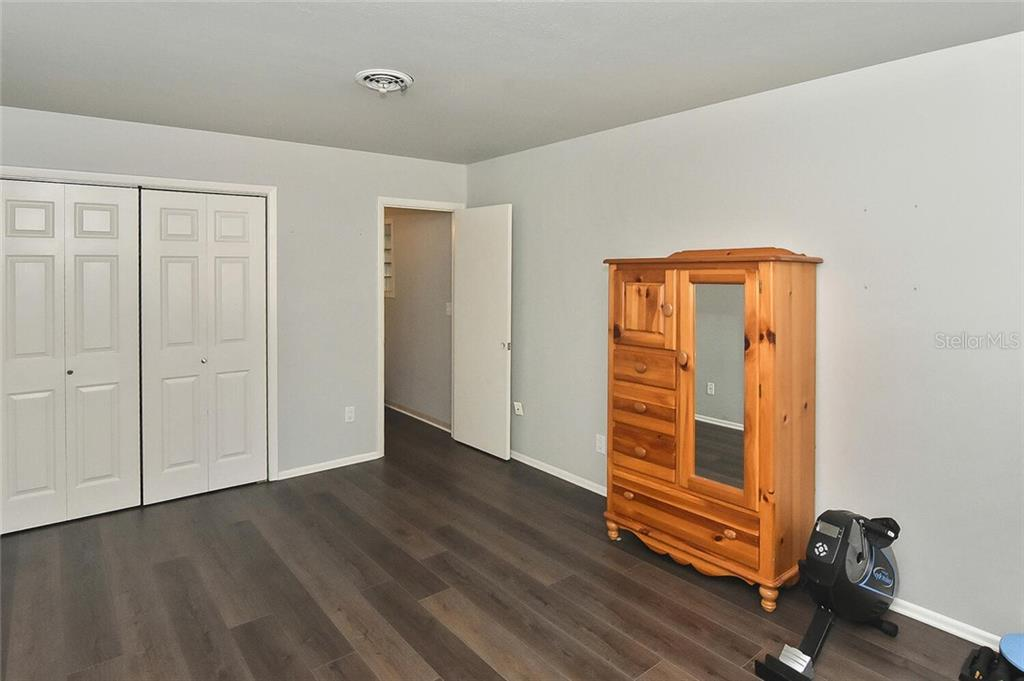 Master bedroom - Single Family Home for sale at 991 Kimball Rd, Venice, FL 34293 - MLS Number is N6113781