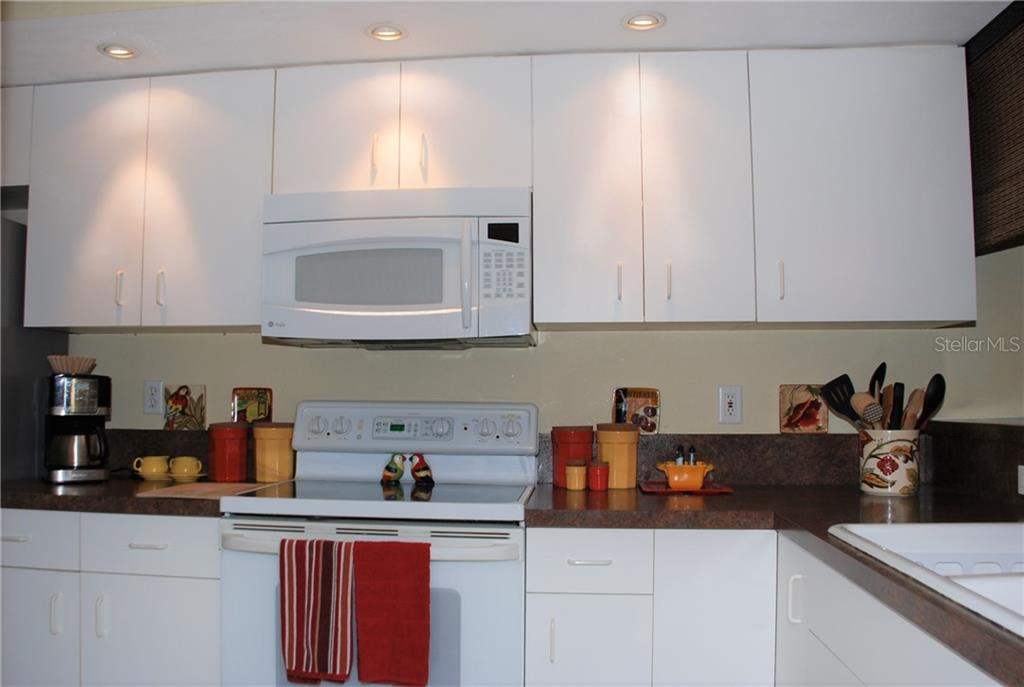 Kitchen - Condo for sale at 406 Laurel Lake Dr #203, Venice, FL 34292 - MLS Number is N6113915