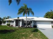 Exterior Front of Home - Single Family Home for sale at 523 Warwick Dr, Venice, FL 34293 - MLS Number is N5912085