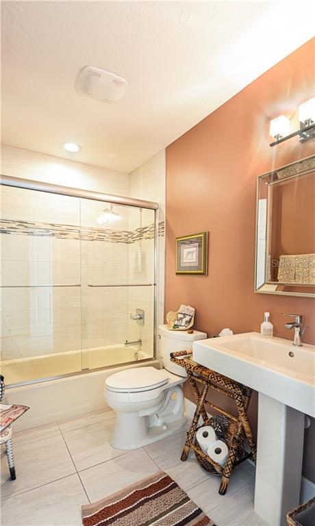 Third full bath en suite to the downstairs guest bedroom - Single Family Home for sale at 140 N Casey Key Rd, Osprey, FL 34229 - MLS Number is T3228618