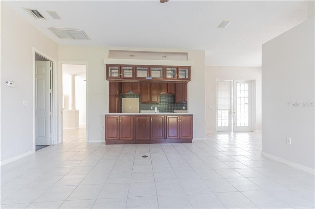 Single Family Home for sale at 10103 Clubhouse Dr, Bradenton, FL 34202 - MLS Number is O5846314
