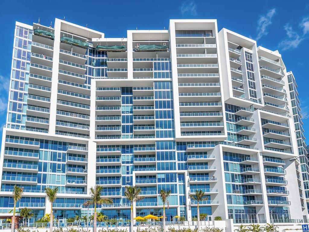 Condomínio para Venda às 1155 N Gulfstream Ave #0201 1155 N Gulfstream Ave #0201 Sarasota, Florida,34236 Estados Unidos