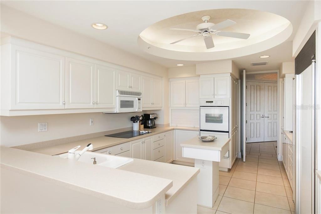 Additional photo for property listing at 3010 Grand Bay Blvd #456 3010 Grand Bay Blvd #456 Longboat Key, Florida,34228 États-Unis