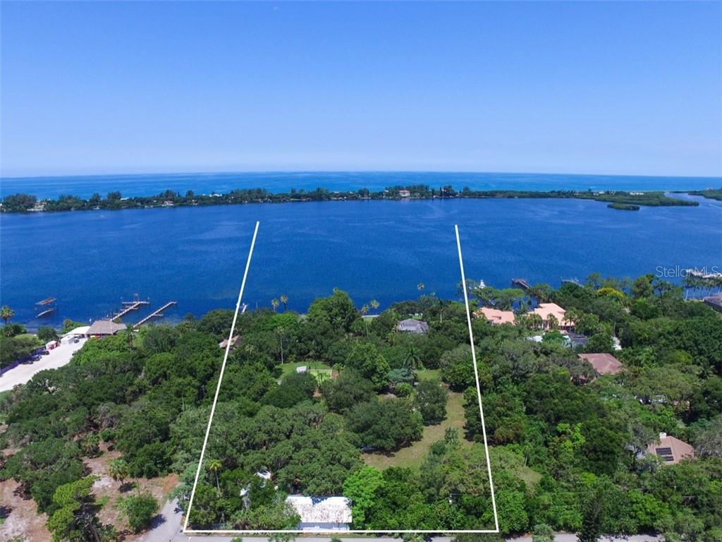 Terre / Lot de terrain pour l Vente à 50 W Bay St 50 W Bay St Osprey, Florida,34229 États-Unis