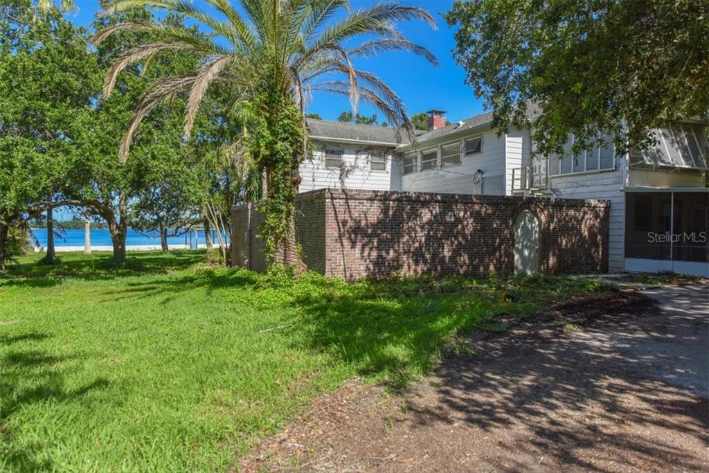 Additional photo for property listing at 50 W Bay St 50 W Bay St Osprey, Флорида,34229 Соединенные Штаты