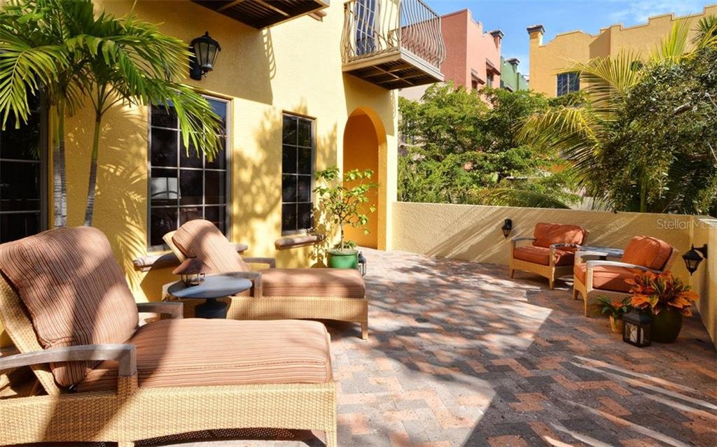 Villas / Townhouses for Sale at 1526 Selby Ln #2 Sarasota, Florida,34236 United States