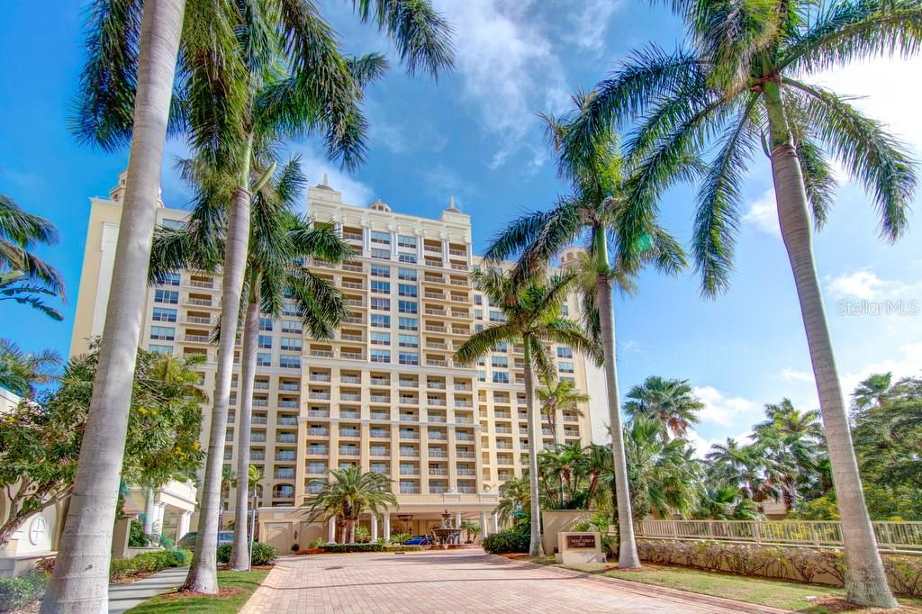Copropriété pour l Vente à 1111 Ritz Carlton Dr #ph-1701 1111 Ritz Carlton Dr #ph-1701 Sarasota, Florida,34236 États-Unis