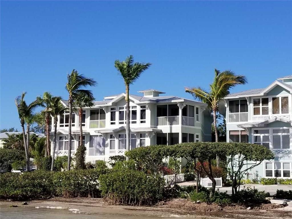 Copropriété pour l Vente à 318 Bay Dr S #7 318 Bay Dr S #7 Bradenton Beach, Florida,34217 États-Unis