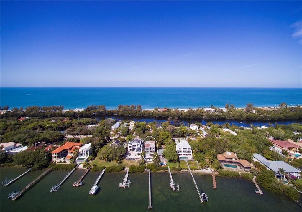 Maison unifamiliale pour l Vente à 8319 Midnight Pass Rd 8319 Midnight Pass Rd Sarasota, Florida,34242 États-Unis
