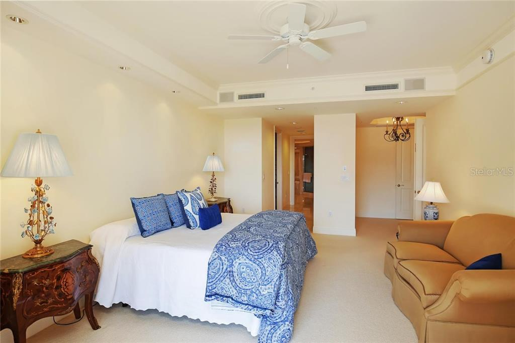 Additional photo for property listing at 35 Watergate Dr #1206 35 Watergate Dr #1206 Sarasota, Florida,34236 Stati Uniti