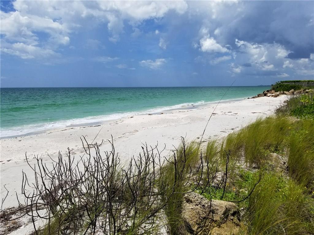 Terre / Lot de terrain pour l Vente à 332 N Casey Key Rd 332 N Casey Key Rd Osprey, Florida,34229 États-Unis