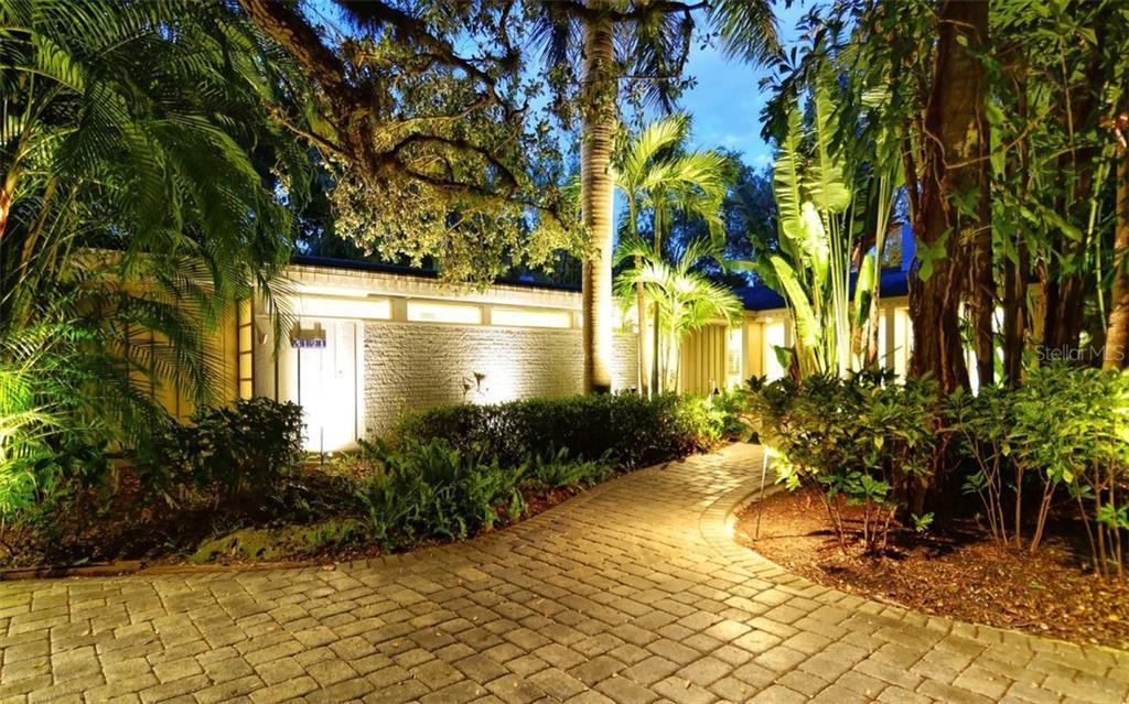Maison unifamiliale pour l Vente à 5121 Hidden Harbor Rd 5121 Hidden Harbor Rd Sarasota, Florida,34242 États-Unis