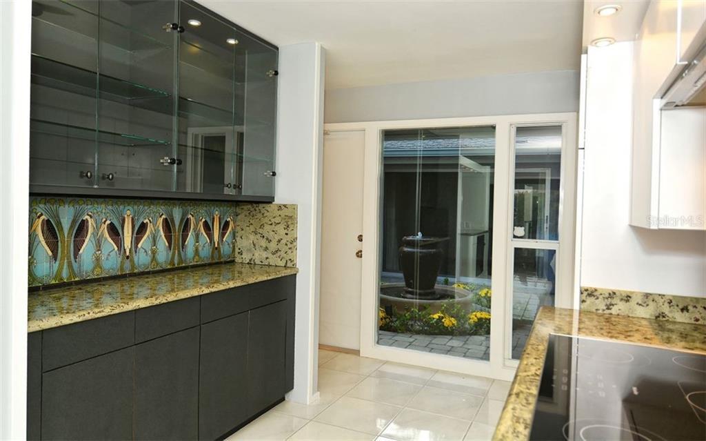 Additional photo for property listing at 5121 Hidden Harbor Rd 5121 Hidden Harbor Rd Sarasota, Florida,34242 United States