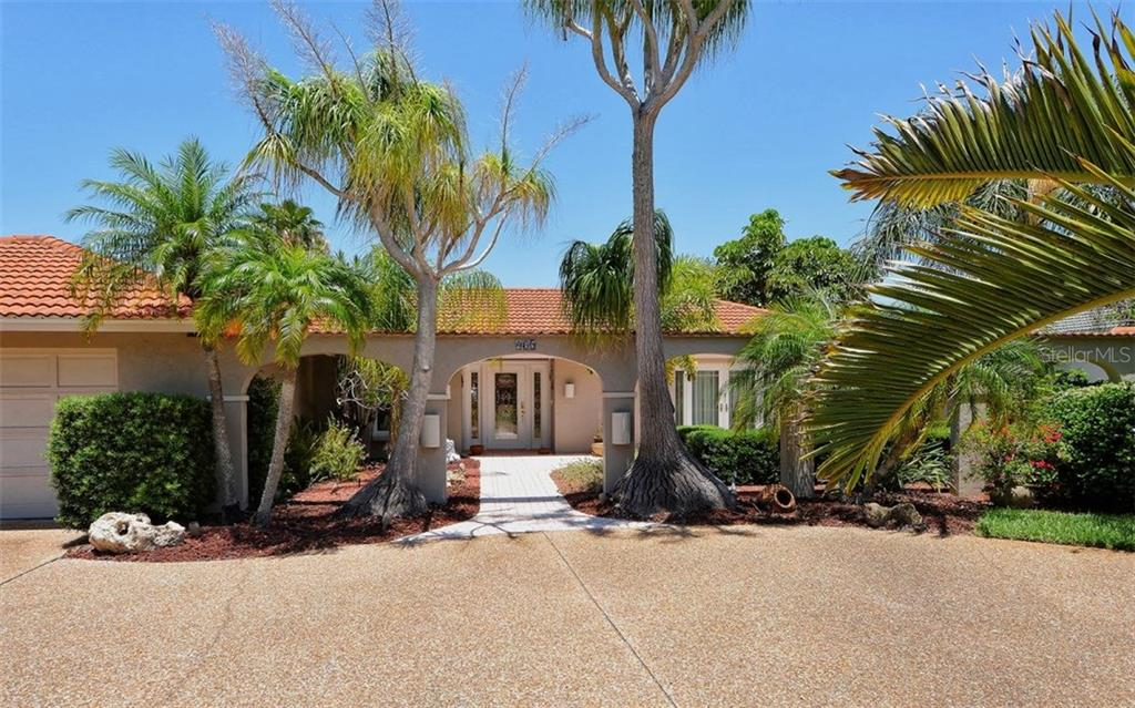 Single Family Home for Sale at 465 E Royal Flamingo Dr Sarasota, Florida,34236 United States