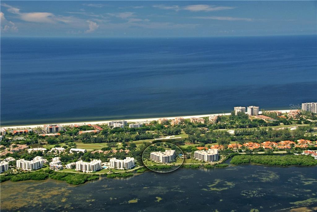 Maison unifamiliale pour l Vente à 2110 Harbourside Dr #525 2110 Harbourside Dr #525 Longboat Key, Florida,34228 États-Unis