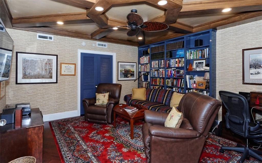 Additional photo for property listing at 2110 Harbourside Dr #525 2110 Harbourside Dr #525 Longboat Key, Florida,34228 Hoa Kỳ
