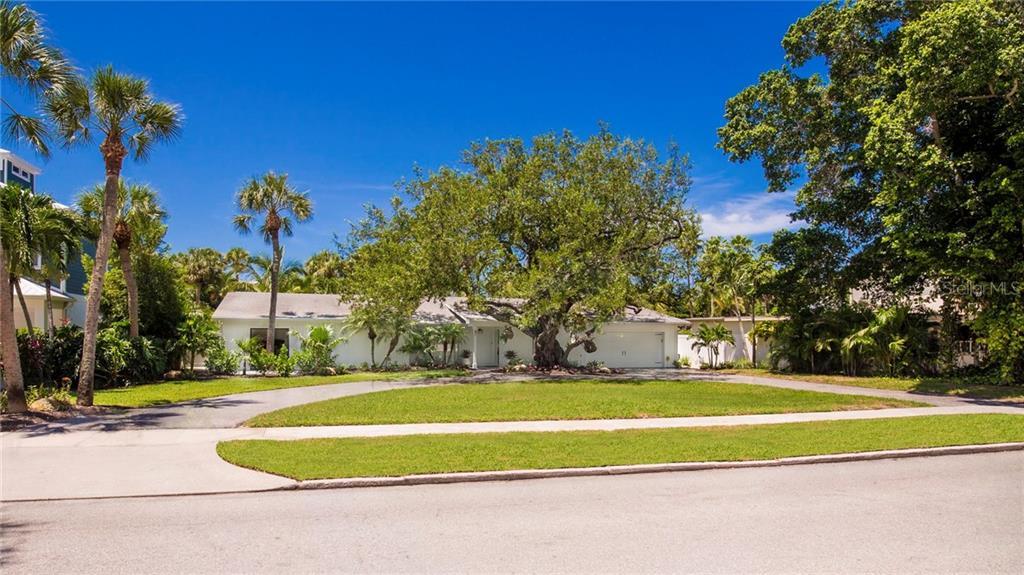 Maison unifamiliale pour l Vente à 47 N Washington Dr 47 N Washington Dr Sarasota, Florida,34236 États-Unis