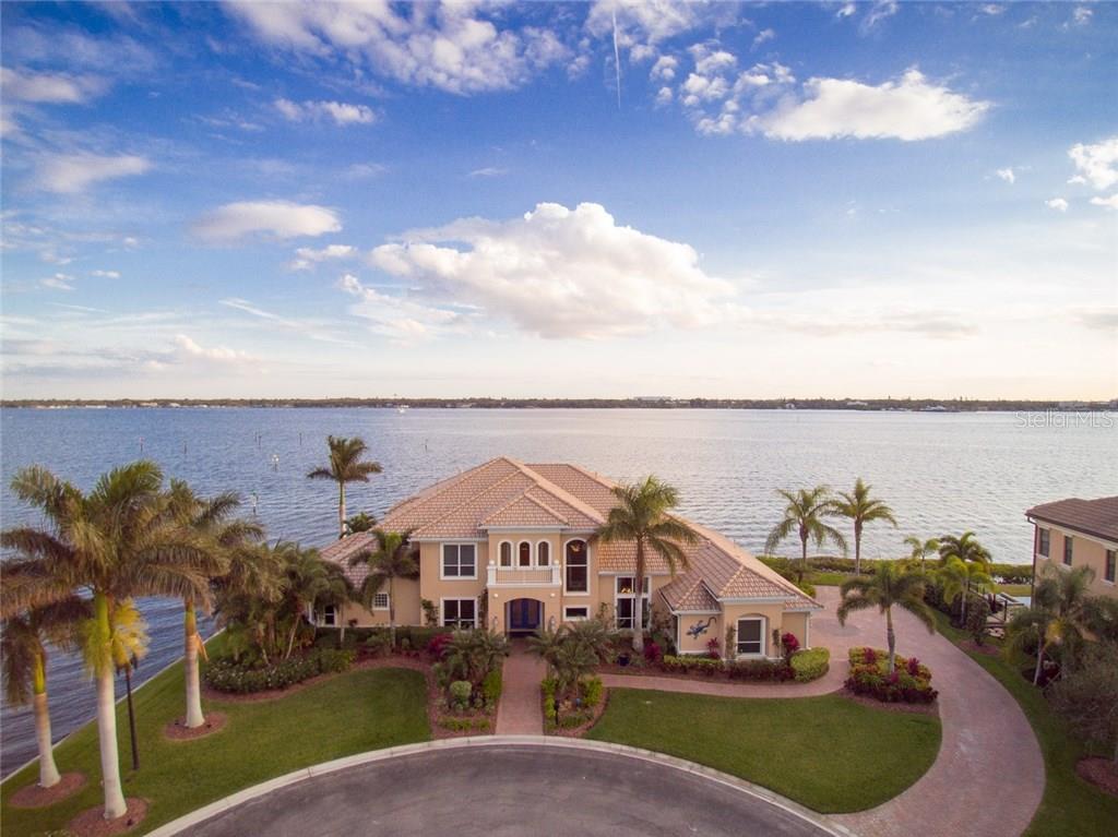 Maison unifamiliale pour l Vente à 1007 Riviera Dunes Way 1007 Riviera Dunes Way Palmetto, Florida,34221 États-Unis