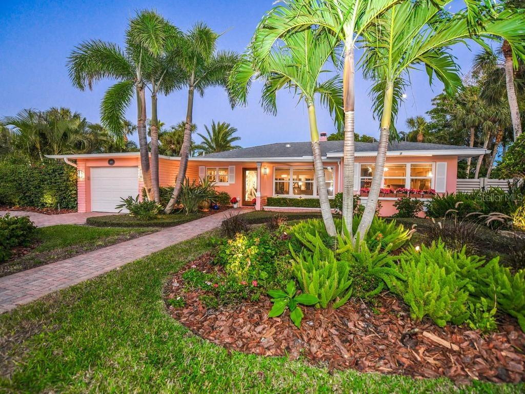 Single Family Home for sale at 409 N Washington Dr, Sarasota, FL 34236 - MLS Number is A4203275