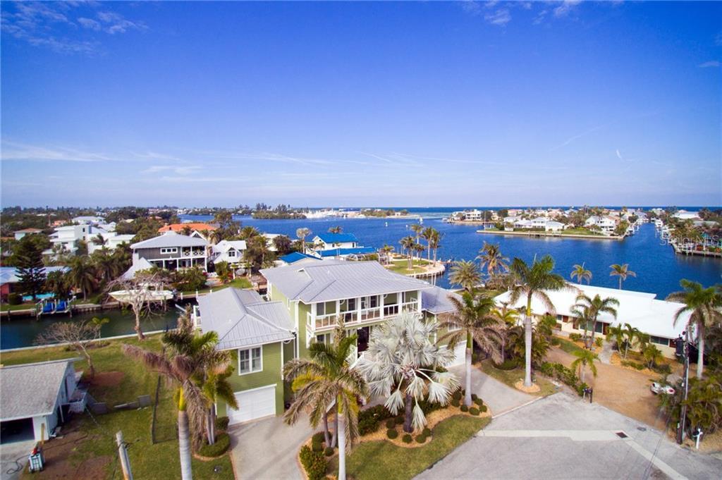 Maison unifamiliale pour l Vente à 528 72nd St 528 72nd St Holmes Beach, Florida,34217 États-Unis
