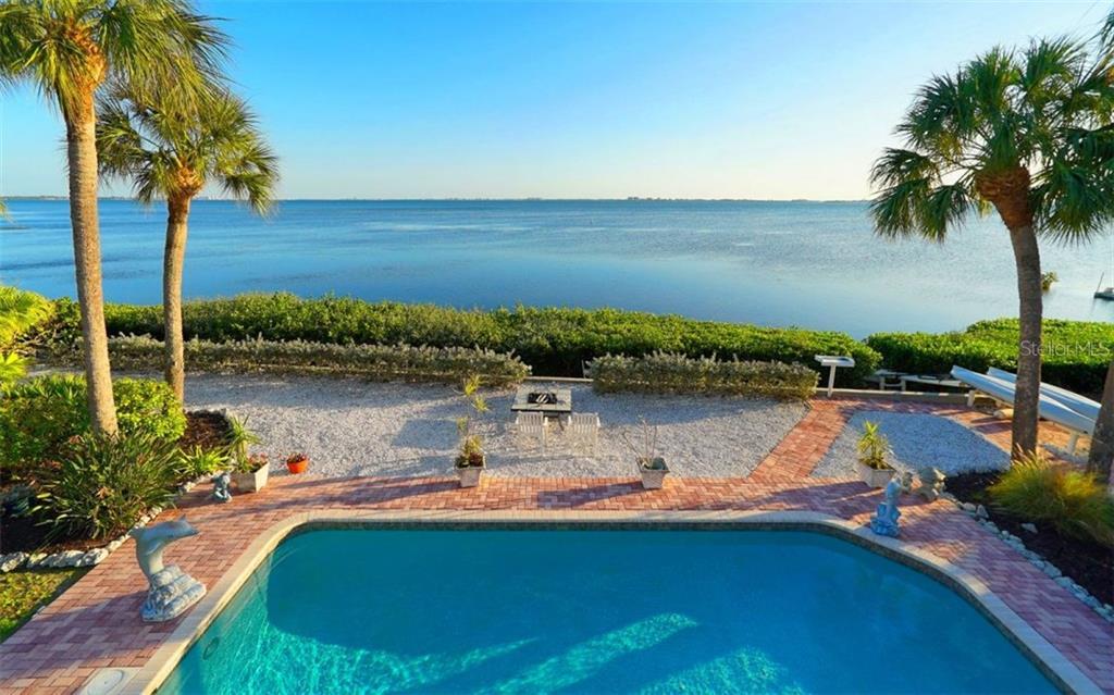 Maison unifamiliale pour l Vente à 3908 Bayside Dr 3908 Bayside Dr Bradenton, Florida,34210 États-Unis