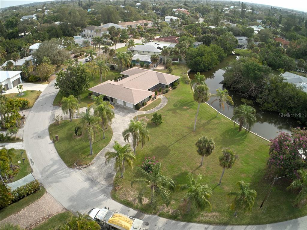 Single Family Home for sale at 263 Island Cir, Sarasota, FL 34242 - MLS Number is A4209276
