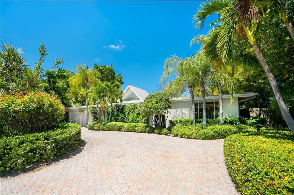 Single Family Home for Sale at 1177 Center Pl 1177 Center Pl Sarasota, Florida,34236 United States